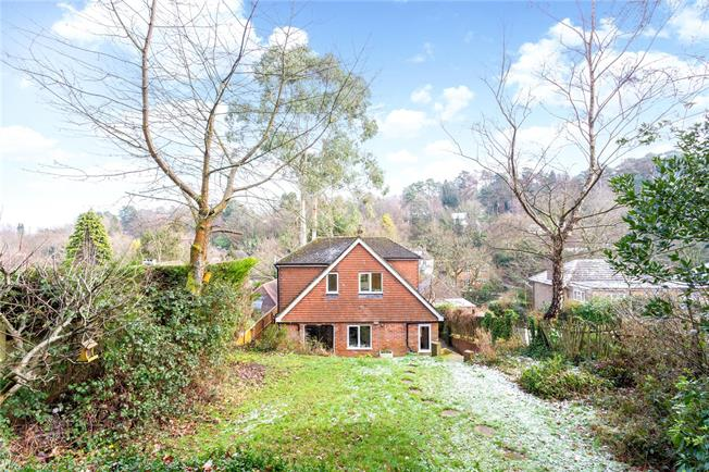 Asking Price £575,000, 3 Bedroom Detached House For Sale in Surrey, GU27