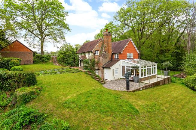 Asking Price £1,000,000, 3 Bedroom Detached House For Sale in Fernhurst, GU27