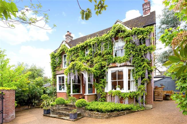 Asking Price £750,000, 3 Bedroom Detached House For Sale in Haslemere, GU27