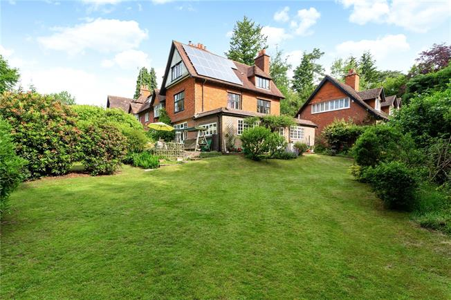 Asking Price £895,000, 4 Bedroom Town House For Sale in Hindhead, Surrey, GU26