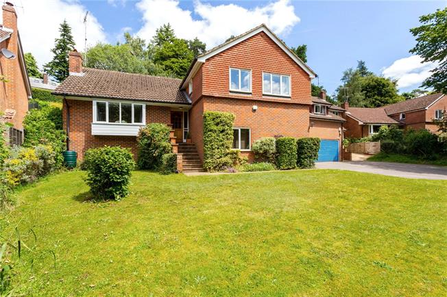 Asking Price £750,000, 4 Bedroom Detached House For Sale in Haslemere, GU27