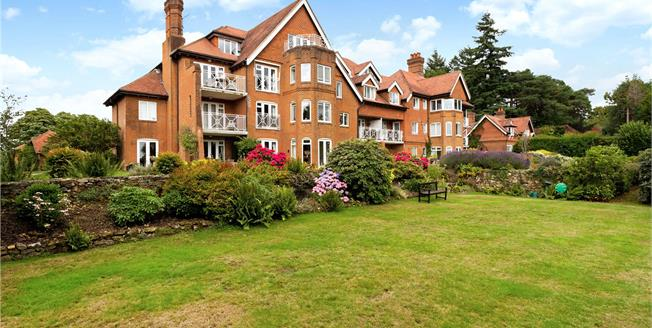 Asking Price £525,000, 2 Bedroom Flat For Sale in Haslemere, Surrey, GU27