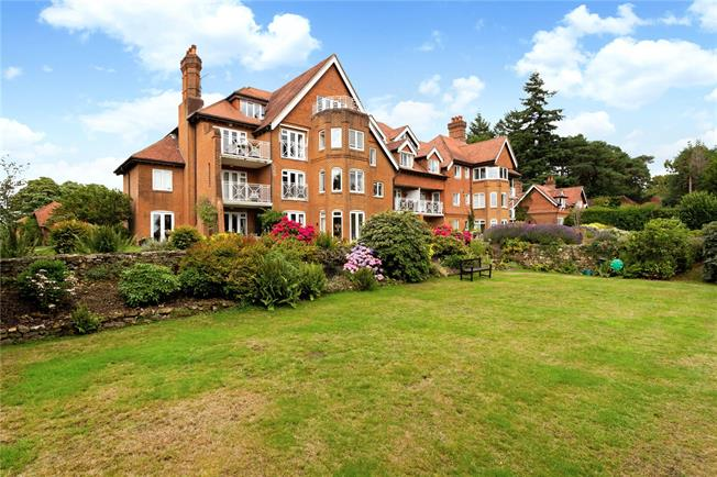 Asking Price £525,000, 2 Bedroom Flat For Sale in Haslemere, GU27