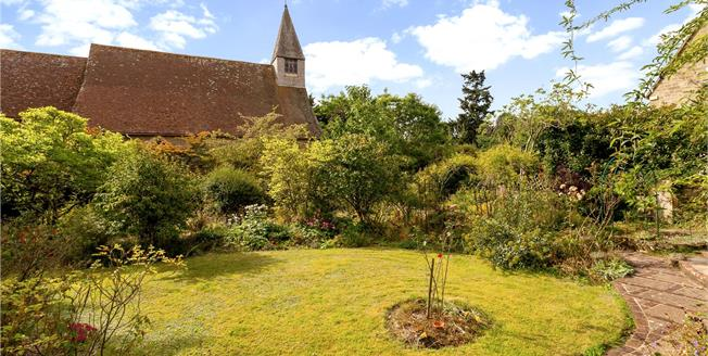Asking Price £695,000, 2 Bedroom Detached House For Sale in Midhurst, West Sussex, GU29