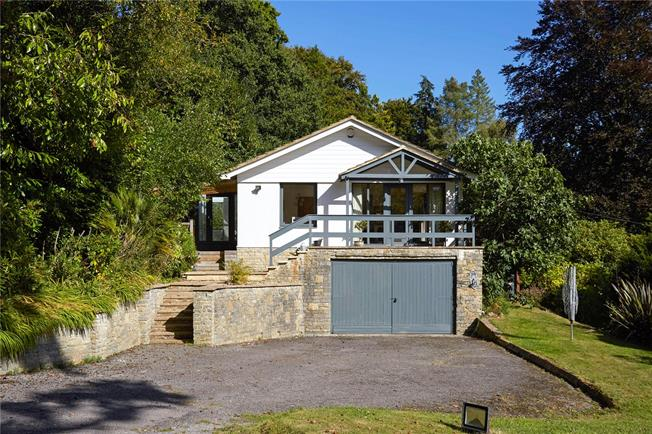 Guide Price £820,000, 4 Bedroom Detached House For Sale in Haslemere, GU27