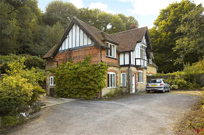 Asking Price £500,000, 3 Bedroom Semi Detached House For Sale in Surrey, GU27