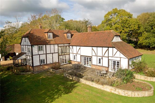 Guide Price £1,195,000, 5 Bedroom Detached House For Sale in Sharpthorne, RH19