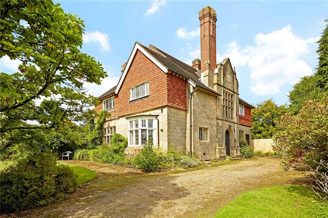 Guide Price £650,000, 5 Bedroom House For Sale in West Sussex, RH10