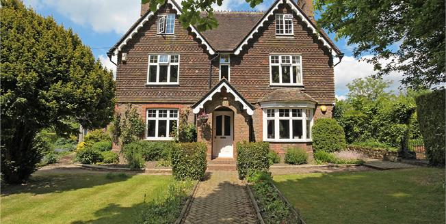 Guide Price £1,895,000, 5 Bedroom Detached House For Sale in Splaynes Green, TN22