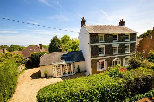 Guide Price £1,225,000, 5 Bedroom Detached House For Sale in Newick, BN8