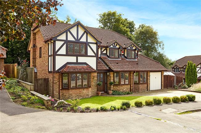 Guide Price £740,000, 4 Bedroom Detached House For Sale in Lindfield, RH16