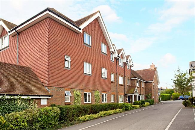 Guide Price £195,000, 1 Bedroom Flat For Sale in Haywards Heath, West Suss, RH16