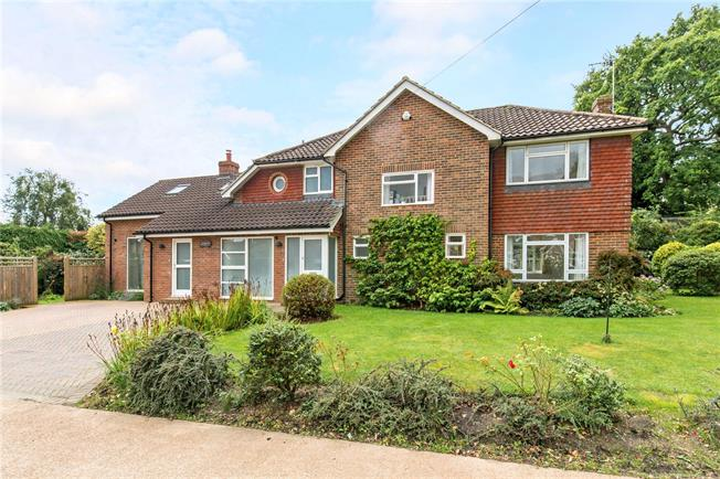 Guide Price £750,000, 5 Bedroom Detached House For Sale in Cuckfield, RH17