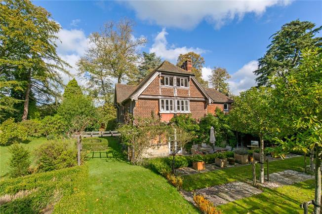 Guide Price £1,295,000, 4 Bedroom Detached House For Sale in West Sussex, RH19