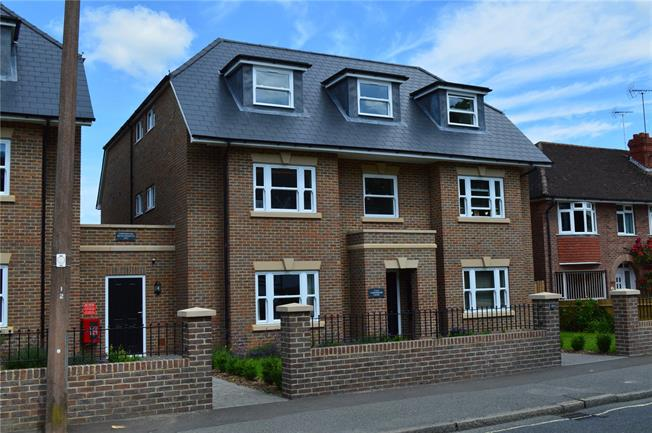 Guide Price £235,000, 1 Bedroom Flat For Sale in Haywards Heath, RH16