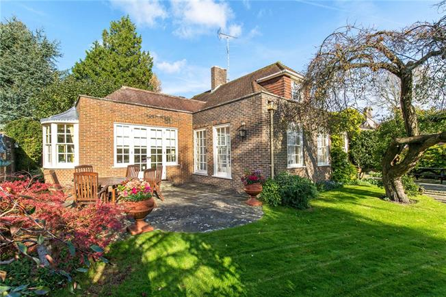 Asking Price £910,000, 3 Bedroom Detached House For Sale in Cuckfield, RH17