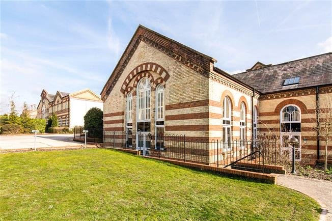 Guide Price £385,000, 3 Bedroom Mews House For Sale in Haywards Heath, RH16