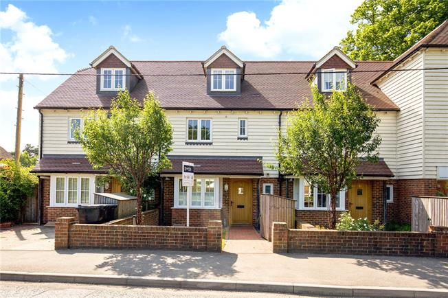 Guide Price £399,950, 4 Bedroom Terraced House For Sale in Handcross, RH17