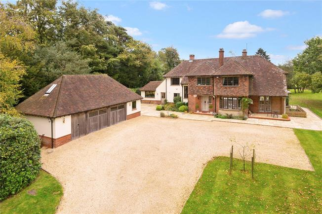 Guide Price £1,650,000, 5 Bedroom Detached House For Sale in East Grinstead, RH19