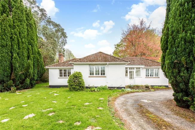 Asking Price £850,000, 3 Bedroom Bungalow For Sale in Crawley Down, RH10