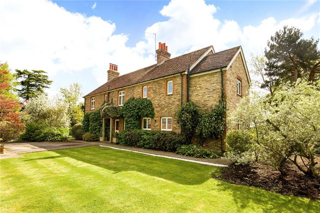 Guide Price £975,000, 4 Bedroom Detached House For Sale in Piltdown, TN22