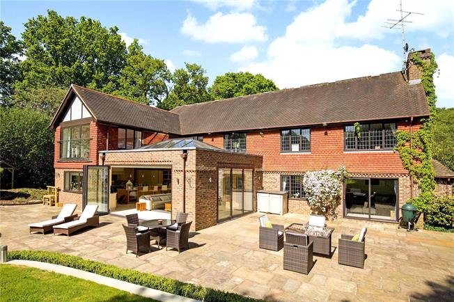 Guide Price £1,950,000, 4 Bedroom Detached House For Sale in Cuckfield, RH17