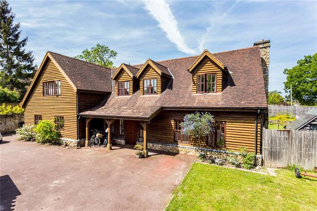 Guide Price £850,000, 4 Bedroom Detached House For Sale in East Sussex, RH18