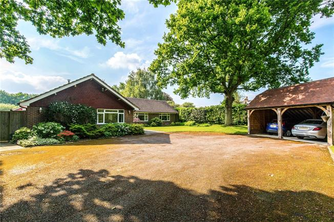 Guide Price £725,000, 5 Bedroom Bungalow For Sale in Newick, BN8