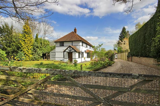 Guide Price £1,195,000, 5 Bedroom Detached House For Sale in West Sussex, RH10