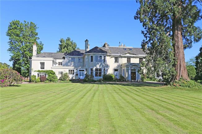 Guide Price £725,000, 4 Bedroom House For Sale in Handcross, West Sussex, RH11