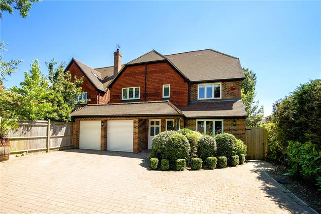 Asking Price £849,500, 6 Bedroom Garage For Sale in Burgess Hill, RH15