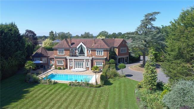 Guide Price £2,495,000, 6 Bedroom Detached House For Sale in Haywards Heath, RH17