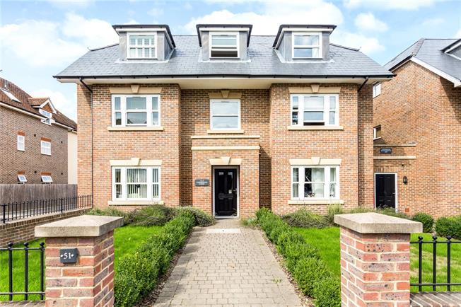 Guide Price £235,000, 1 Bedroom Flat For Sale in Haywards Heath, RH16