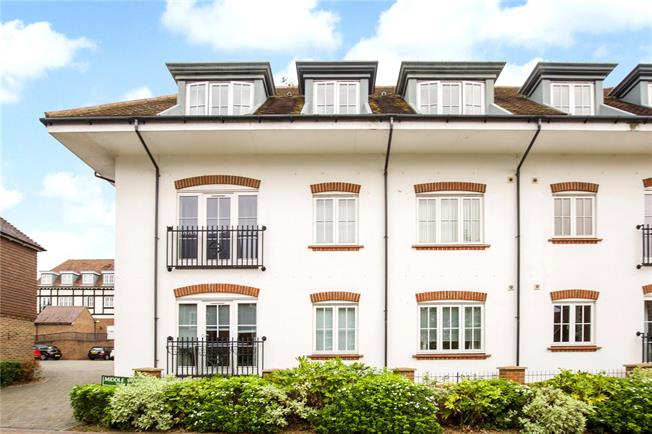 Offers in excess of £200,000, 2 Bedroom Flat For Sale in Haywards Heath, RH16