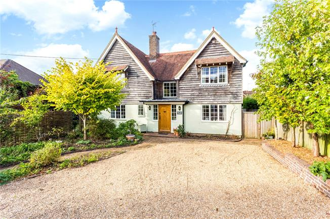Guide Price £925,000, 5 Bedroom Detached House For Sale in Balcombe, RH17