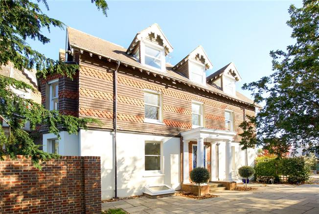 Guide Price £945,000, 6 Bedroom Semi Detached House For Sale in Cuckfield, RH17