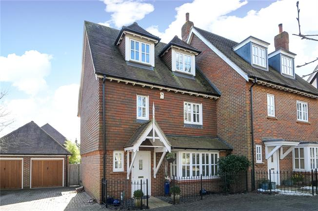 Guide Price £379,950, 3 Bedroom House For Sale in Haywards Heath, RH16