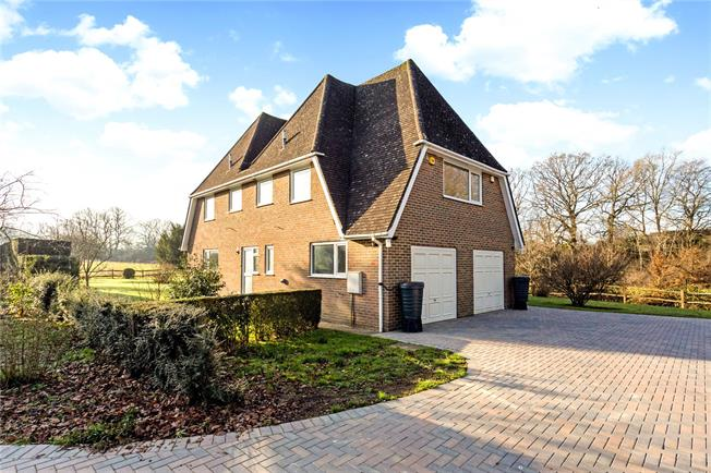 Guide Price £800,000, 4 Bedroom Detached House For Sale in Burgess Hill, RH15