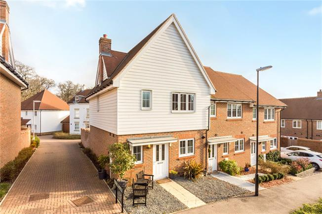 Guide Price £360,000, 3 Bedroom House For Sale in Haywards Heath, RH16