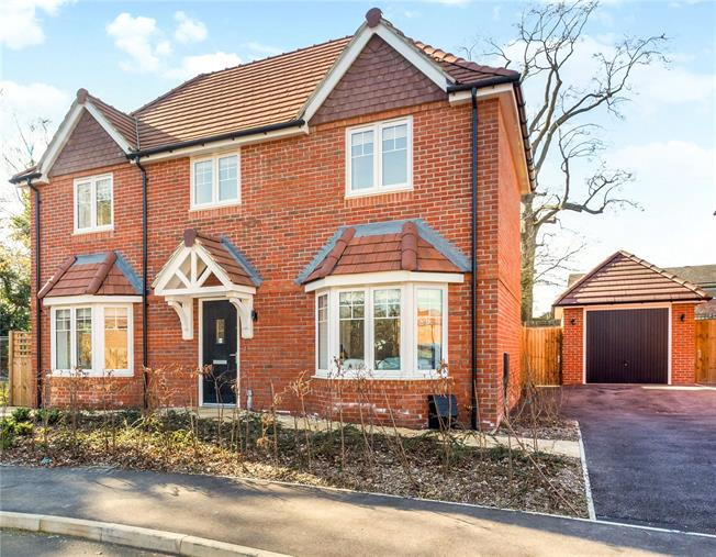 Guide Price £625,000, 4 Bedroom Detached House For Sale in Wivelsfield Green, RH17