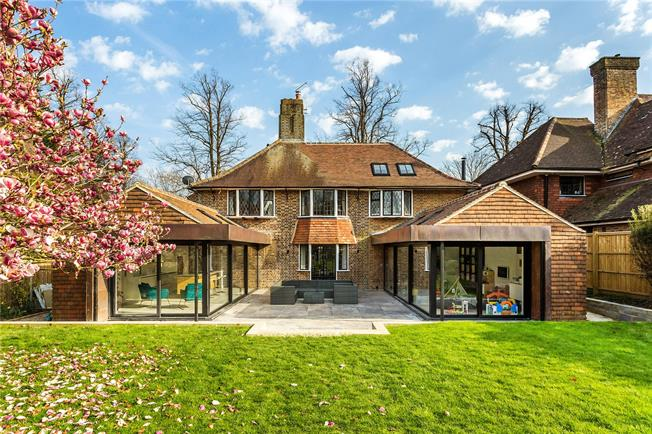 Asking Price £1,200,000, 5 Bedroom Detached House For Sale in Lindfield, RH16
