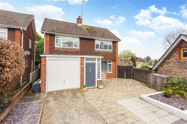Guide Price £500,000, 3 Bedroom Detached House For Sale in Hassocks, BN6