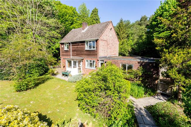 Guide Price £850,000, 3 Bedroom Detached House For Sale in Newick, BN8