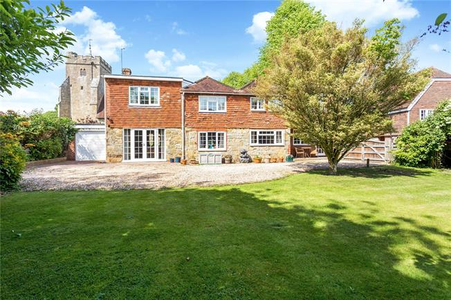 Guide Price £650,000, 5 Bedroom Detached House For Sale in Maresfield, TN22