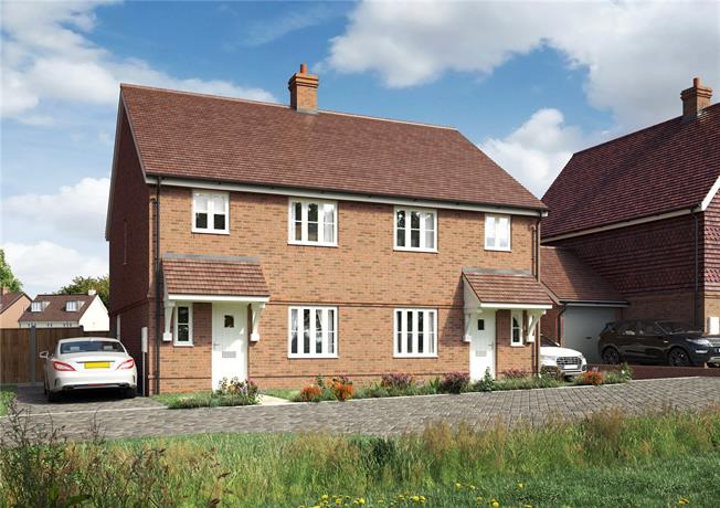 Guide Price £335,000, 3 Bedroom Semi Detached House For Sale in Hailsham, East Sussex, BN27