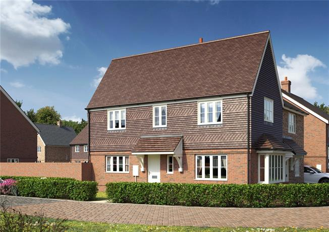 Guide Price £290,000, 2 Bedroom Semi Detached House For Sale in Hailsham, East Sussex, BN27