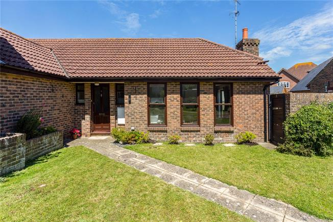 Guide Price £325,000, 3 Bedroom Bungalow For Sale in Plumpton Green, BN7