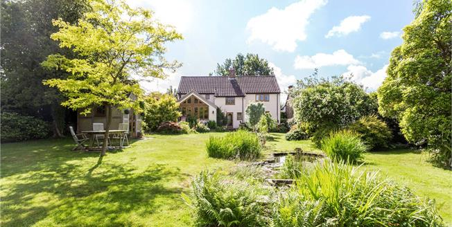 Guide Price £850,000, 4 Bedroom Detached House For Sale in East Sussex, RH17