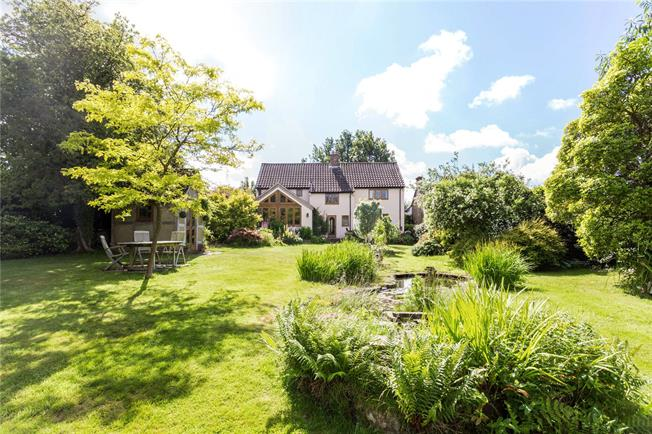 Guide Price £850,000, 4 Bedroom Detached House For Sale in Chelwood Gate, RH17