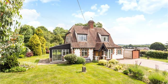 Guide Price £780,000, 3 Bedroom Detached House For Sale in West Sussex, RH15